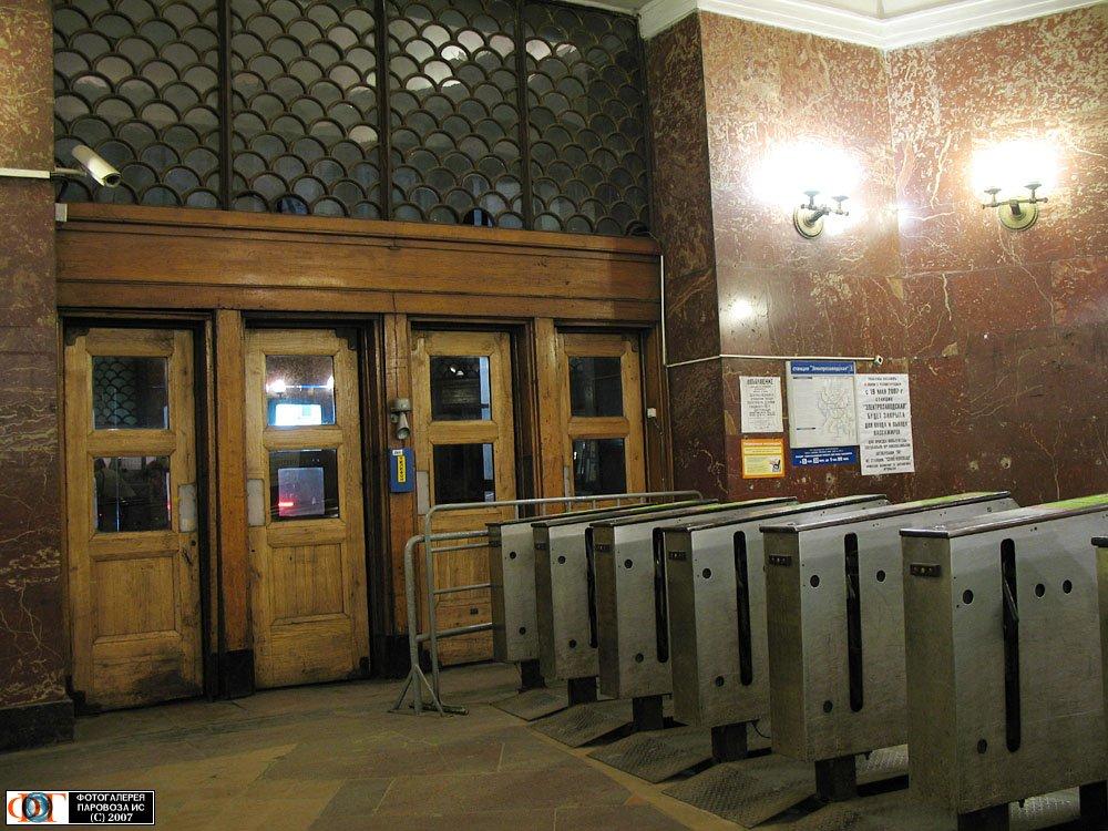 входные двери метро сокольники